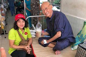 Hình ảnh mới nhất của nghệ sĩ Lê Bình khi vào viện tiếp tục trị bệnh