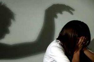 Nghi vấn cháu bé thiểu năng bị hàng xóm dụ dỗ hiếp dâm