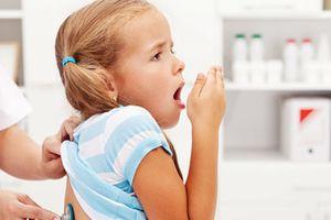 Trẻ có đàm trong cổ mà không chữa trị dứt điểm có thể gây nên mối nguy hiểm này mà cha mẹ chớ thờ ơ