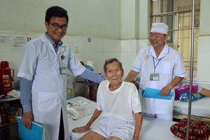 Phẫu thuật thay khớp háng thành công cho cụ ông 98 tuổi