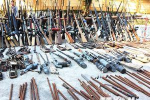 Nghệ An tiến hành tiêu hủy lượng lớn súng tự chế và vật liệu nổ