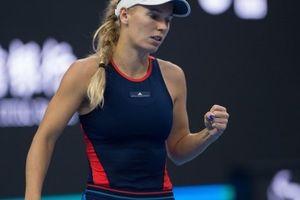 Tứ kết đơn nữ China Open: Wozniacki thắng dễ, Osaka ngược dòng đả bại tay vợt chủ nhà