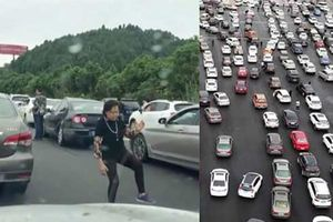 Tắc đường nghiêm trọng, người phụ nữ xuống khỏi ô tô tập Thái cực quyền trong 2 tiếng