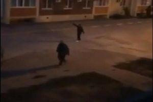 Chồng rút súng bắn người mở nhạc ầm ĩ trong đêm khiến vợ mất ngủ