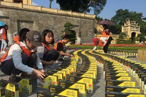 3.000 cuốn sách xếp domino tại Hoàng thành Thăng Long