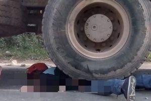 Tài xế xe máy tử vong khi bánh xe tải vẫn chèn ngang người