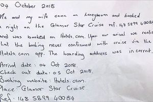 Hai du khách bị lừa tour trên mạng được nghỉ đêm miễn phí