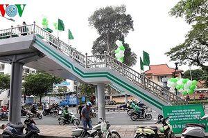 TPHCM: Tô điểm các cầu vượt đi bộ khuyến khích người dân sử dụng