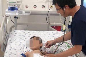 Ói ra máu liên tục trong 2 tuần, bé trai chỉ còn 20% dung tích hồng cầu