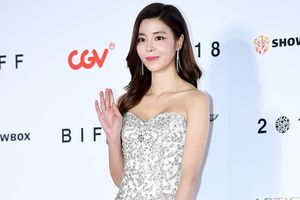Sao nữ 'Giày thủy tinh' trẻ đẹp và gợi cảm tại LHP Busan