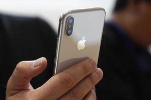 Cô gái bị 2 tên cướp giật iPhone X giữa trưa