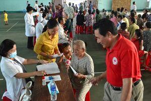 An Giang: Hơn 300 người dân khó khăn được khám bệnh, tư vấn sức khỏe, cấp thuốc miễn phí