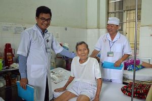 Phẫu thuật thay khớp háng cho cụ ông 98 tuổi