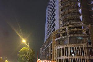 Nhiều dự án xây dựng để cẩu tháp vươn ra đường