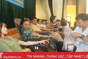 Cán bộ, đoàn viên, hội viên Vũ Quang hiến 119 đơn vị máu