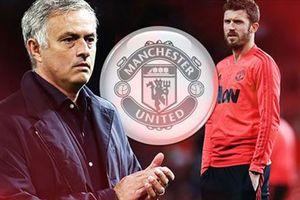 'Sốc' với cái tên Ban lãnh đạo M.U nhắm thay Mourinho