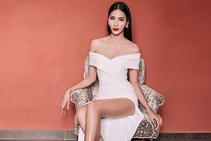 Hoàng Thùy đích thị là 'nữ hoàng váy xẻ tà' nhờ đôi chân đẹp như một kiệt tác