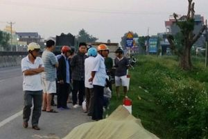 Thanh Hóa: Nam thanh niên ôm đầu chết bên vệ đường QL 1A