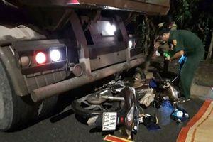Tông vào xe tải bên đường, nam thanh niên tử vong tại chỗ