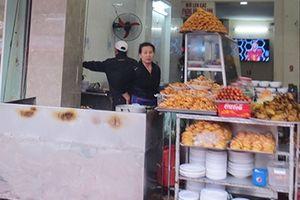 Khó xử phạt thức ăn đường phố 'bẩn'