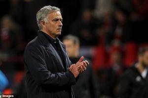 Vì sao Mourinho chưa thể bị MU sa thải?