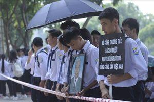 Xúc động hình ảnh người dân tiễn biệt nguyên Tổng Bí thư Đỗ Mười