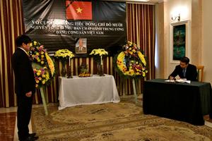 Lễ viếng và mở sổ tang nguyên Tổng Bí thư Đỗ Mười tại Ba Lan
