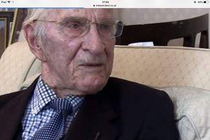 Bác sĩ 106 tuổi vẫn hăng say làm việc và nghiên cứu