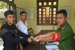 Ninh Bình: Chiến sĩ Công an 'nhặt được của rơi, trả người đánh mất'