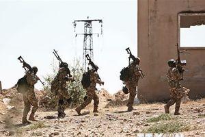 Hai nhóm nổi dậy rút vũ khí hạng nặng khỏi khu phi quân sự ở Idlib