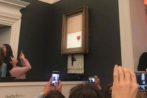 Xôn xao bức tranh được đấu giá 1,4 triệu USD bỗng tự hủy