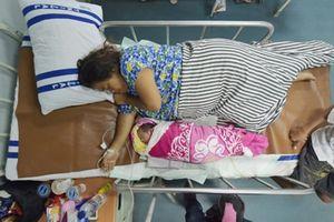 Như phép màu sau thảm họa kép ở Indonesia, em bé chào đời khỏe mạnh trên tàu cứu trợ