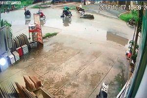 Lao vun vút trên đường, 2 thanh niên gây tai nạn kinh hoàng khiến 4 người nhập viện