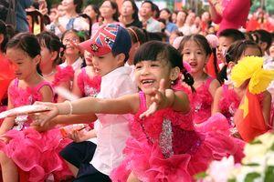 Thúc đẩy quyền của trẻ em gái: An toàn nơi công cộng, chống tảo hôn