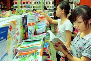 Chọn sách giáo khoa để sử dụng ổn định, chống độc quyền in sách