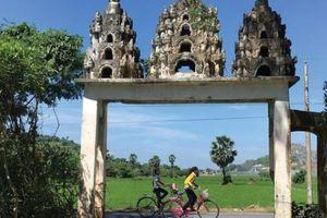 An Giang: Ngắm không chán những cổng chùa quê xa xưa, huyền ảo