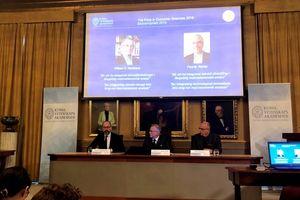 Nobel Kinh tế 2018 về tay hai người Mỹ