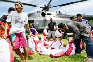 Viện trợ ồ ạt đổ về Indonesia