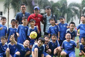 Lê Công Vinh đặt mục tiêu chuyên nghiệp hóa bóng đá học đường