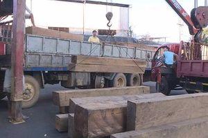 Truy quét lâm tặc, Công an Đắk Lắk phát hiện xe chở 30m3 gỗ trái phép