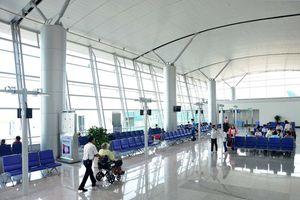 Nhân viên ở sân bay mang nữ trang quý của khách đi 'cầm đồ'