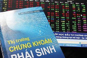 Thị trường cơ sở hồi phục, chứng khoán phái sinh sụt giảm giao dịch 2 tháng liên tiếp