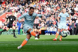 Giúp Chelsea đại thắng, Hazard gửi lời thách thức đến Messi, Ronaldo