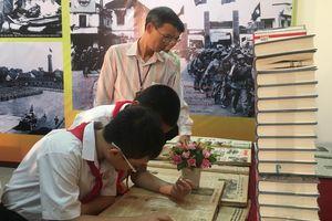 'Giải phóng Thủ đô - Mốc son lịch sử qua sách báo'