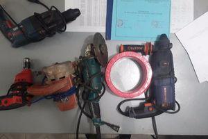 Lượm ve chai, 'tranh thủ' trộm máy cắt sắt ở Đồng Nai