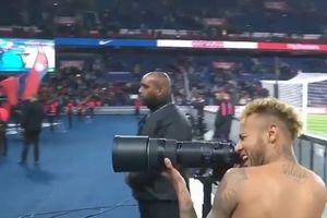 Neymar tình nguyện làm 'phó nhòm' cho Mbappe tạo dáng