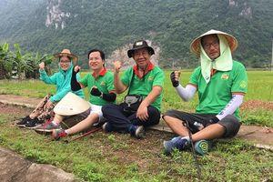 Người đàn ông Hàn Quốc đi bộ vượt 3.000 km dọc quốc lộ 1A để trao học bổng cho học sinh nghèo