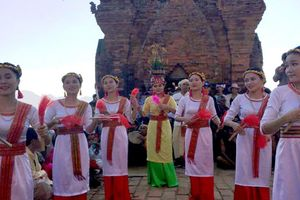 Đồng bào Chăm Ninh Thuận đón mừng lễ hội Katê năm 2018