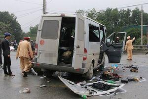 2 ô tô tông nhau, 7 người thương vong