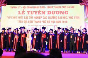 Hà Nội tuyên dương 88 thủ khoa đầu ra xuất sắc